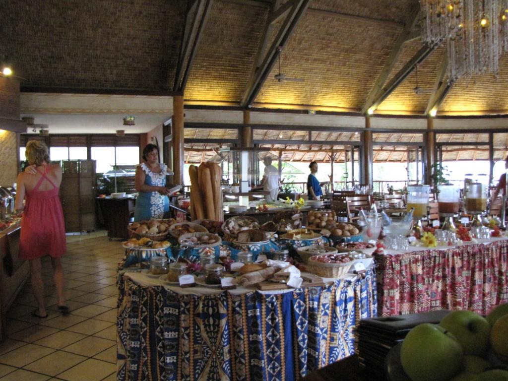Hilton Mo'orea buffet