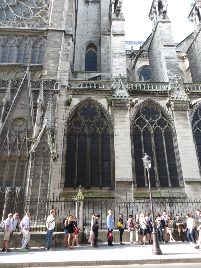 Line for the Notre Dame towers