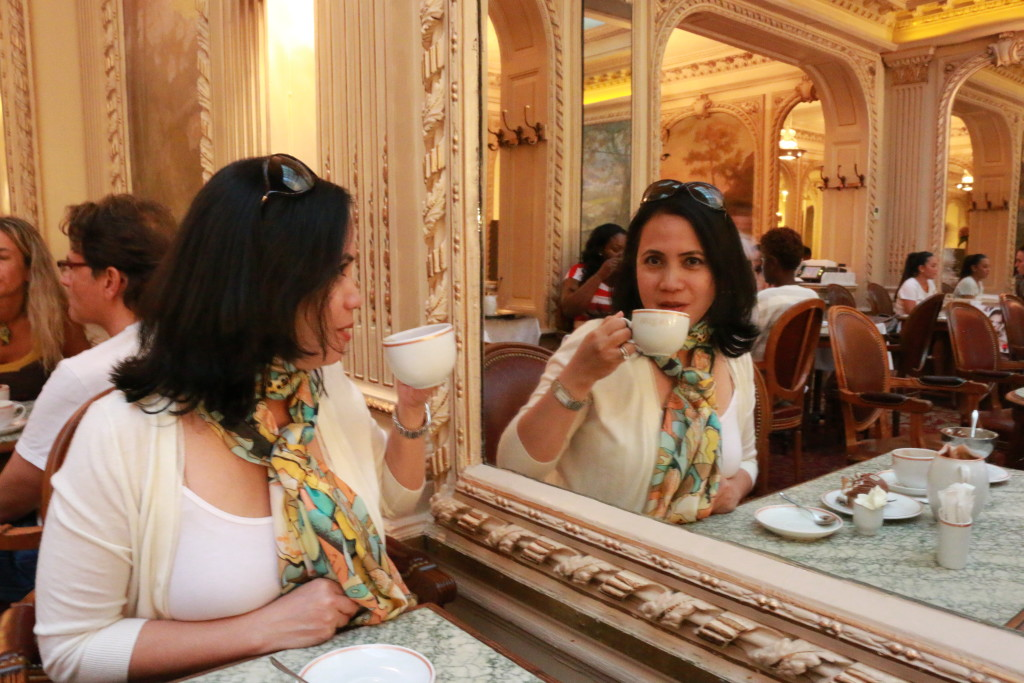 E @ Angelina in Paris