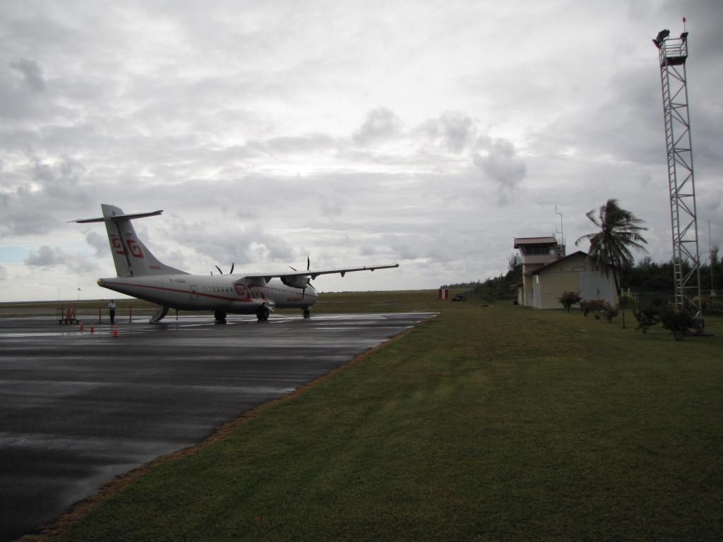 Plane in Huahine