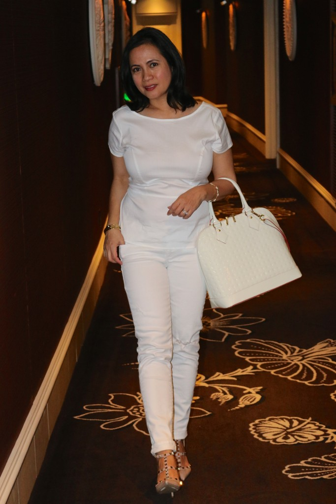 Almost all-white outfit
