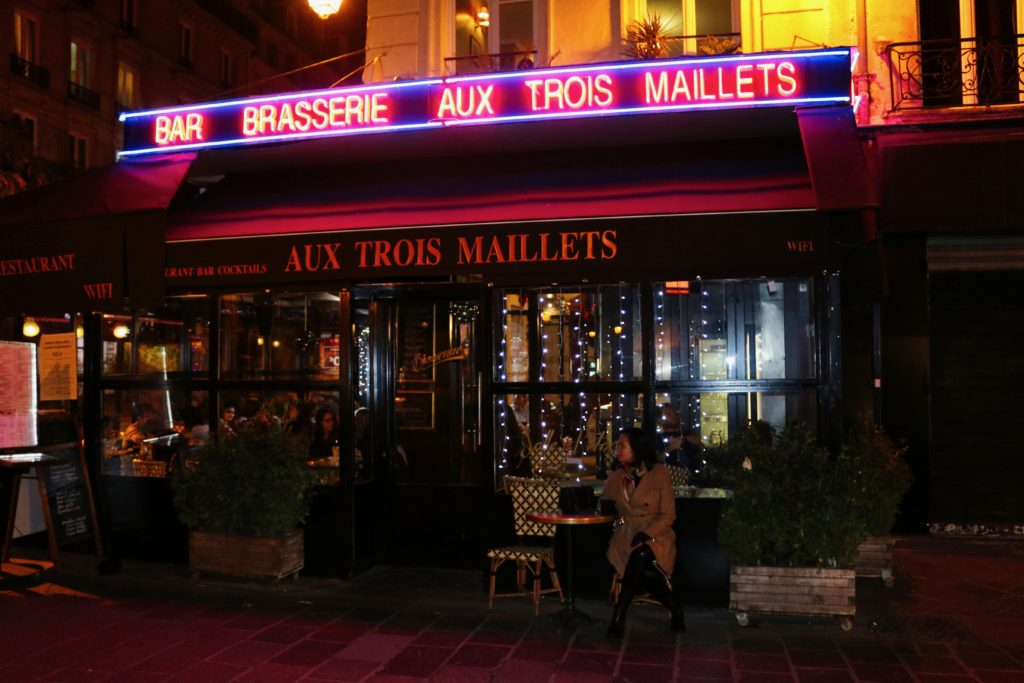 An image of s cafe in Paris